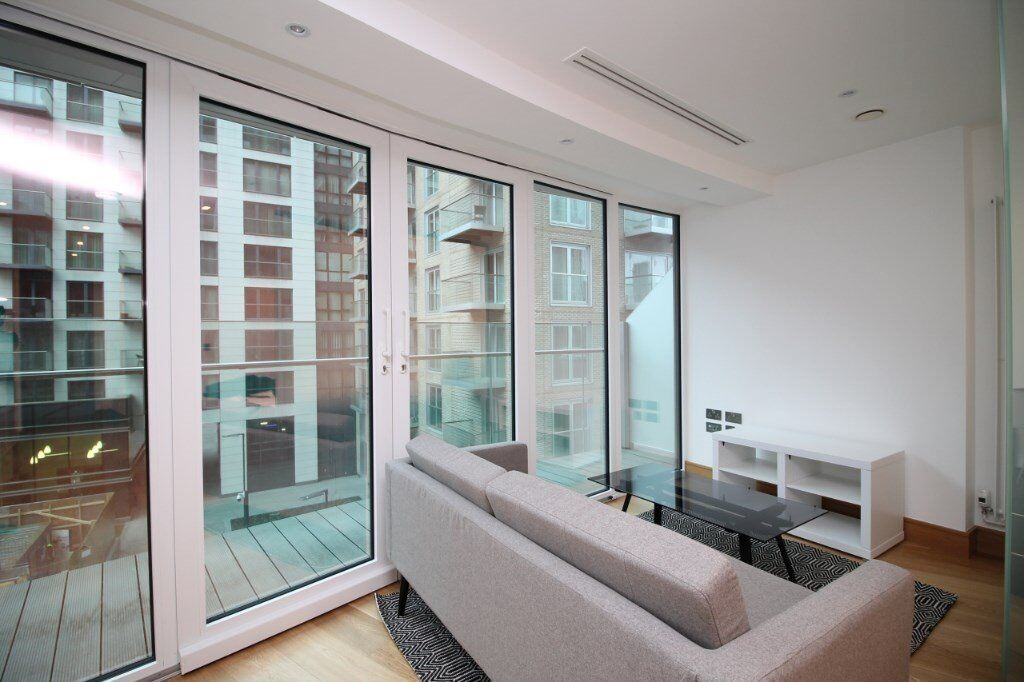 E14 9UE Arena Tower, Canary Wharf, 36th Floor, gym, pool, concierge, designer furnished