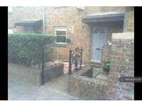 2 bedroom house in West Gardens, London, E1W (2 bed)