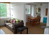 3 bedroom flat in Brondesbury Road, London, NW6 (3 bed)