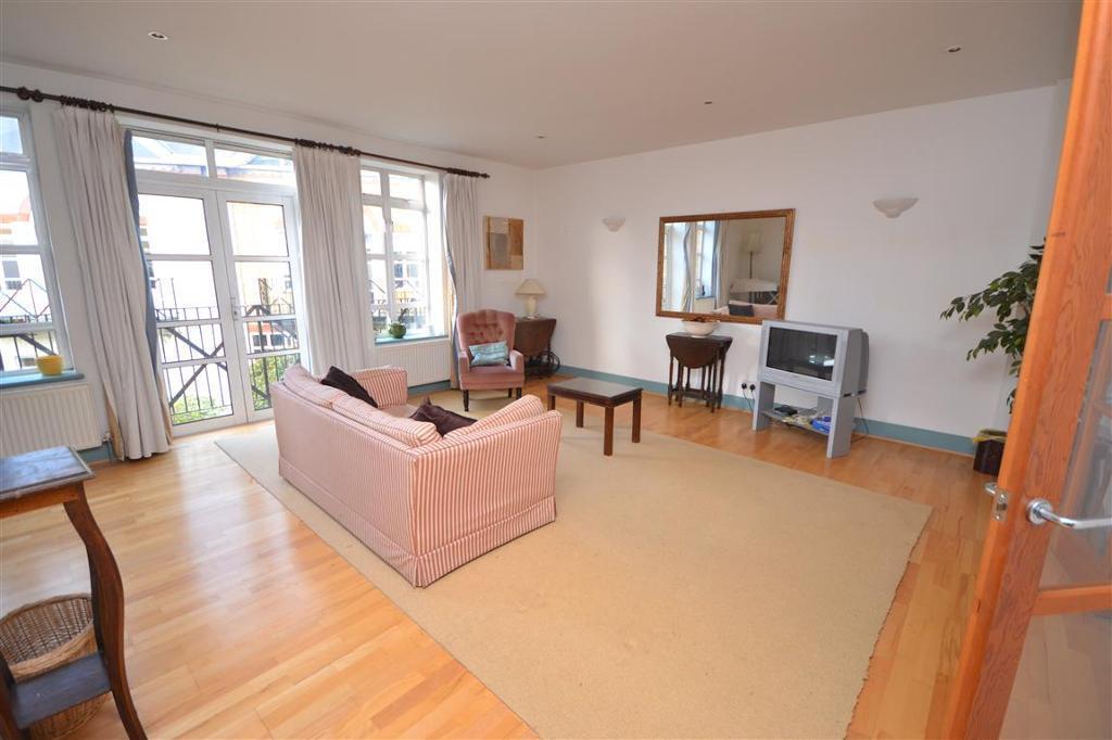 3 bedroom house in Brecon Mews, Brecknock Road,