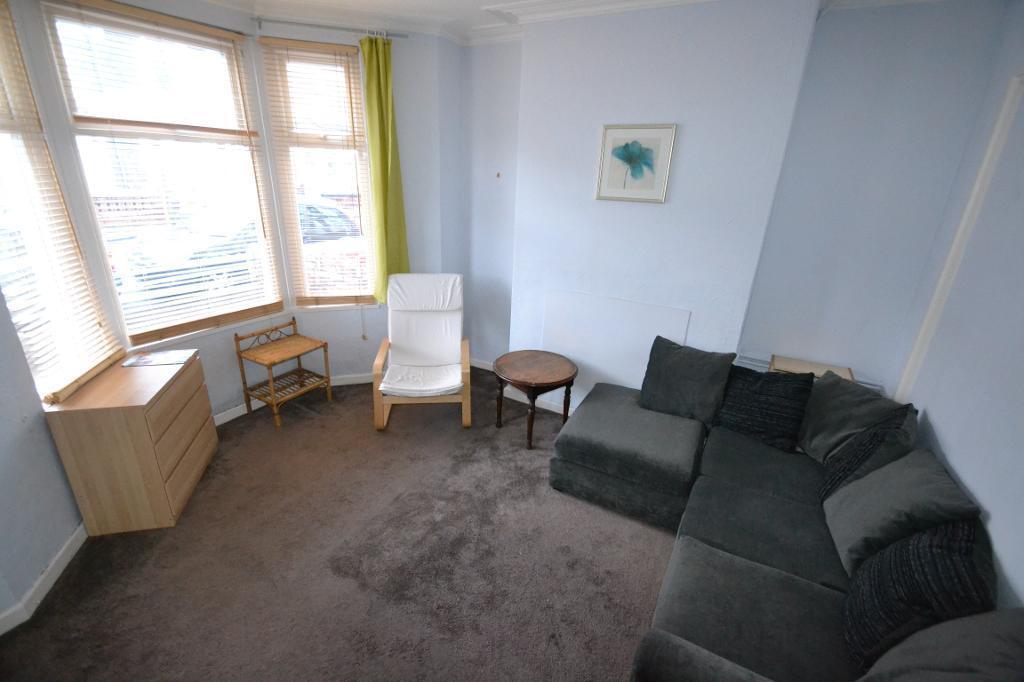 4 bedroom house in Manor Street, Heath, Cardiff
