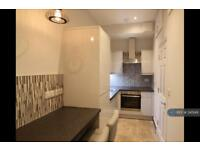 Studio flat in Yelverton Road, Bournemouth, BH1
