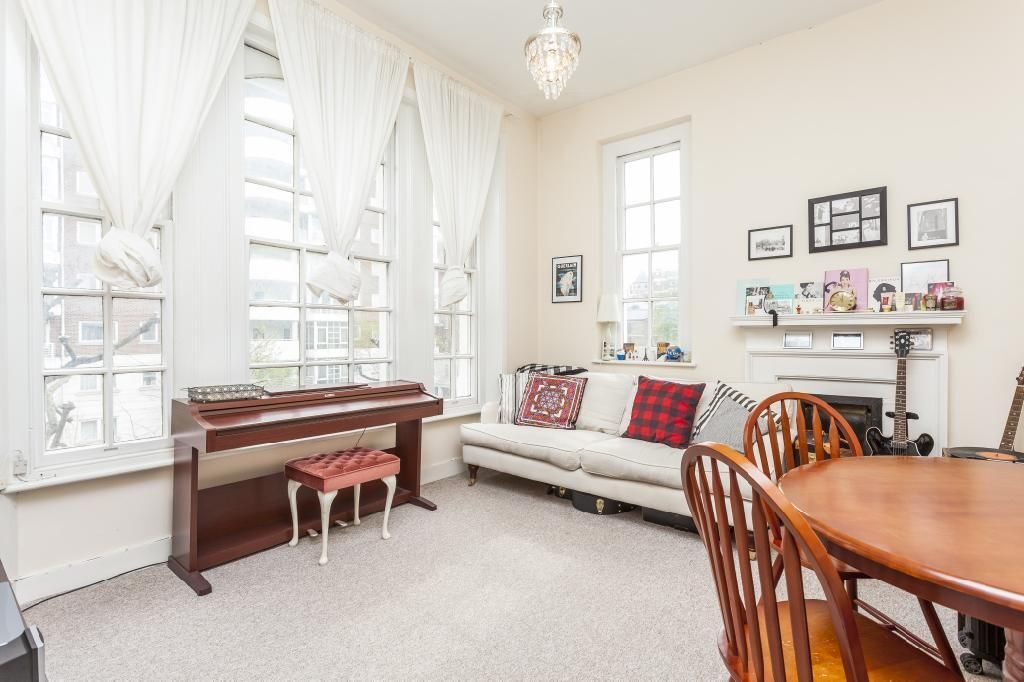 *Spacious 2 double bedroom flat in period block high ceilings fitted kitchen family bathroom GCH..*