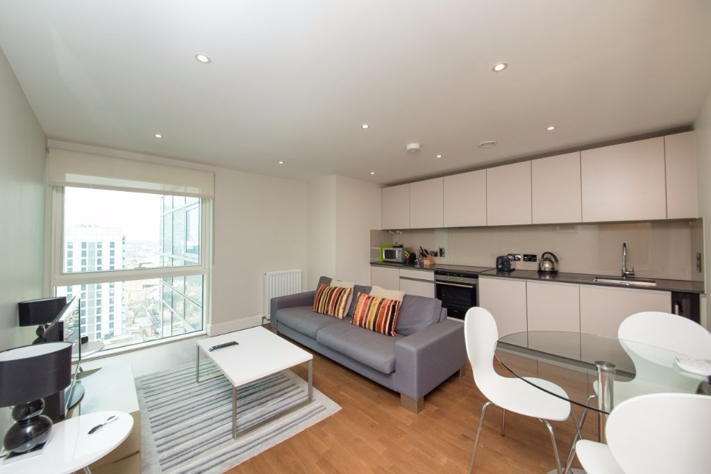 NEW 19TH FLOOR ONE BEDROOM FLAT IN ALDGATE, COMMERCIAL ROAD, 24HR PORTER, AVAILABLE NOW
