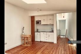 2 bedroom flat in St Mary's Road, London, E13 (2 bed)