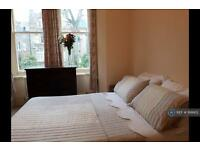1 bedroom flat in Coolhust Road, London, N8 (1 bed)
