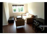 2 bedroom flat in Chartwell Close, London, UB6 (2 bed)