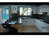 4 bedroom house in Alder Grove, London, NW2 (4 bed)