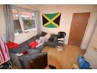 5 bedroom flat in Miskin Street, Cathays, Cardiff
