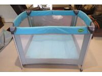 Oomo Travel Cot ideal for Babies up to 14kg/30lbs in weight.