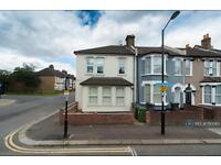 2 bedroom flat in Silvermere Road, London, SE6 (2 bed)