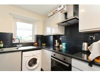 Recently refurbished- furnished 2 bedroom GF flat in Leith