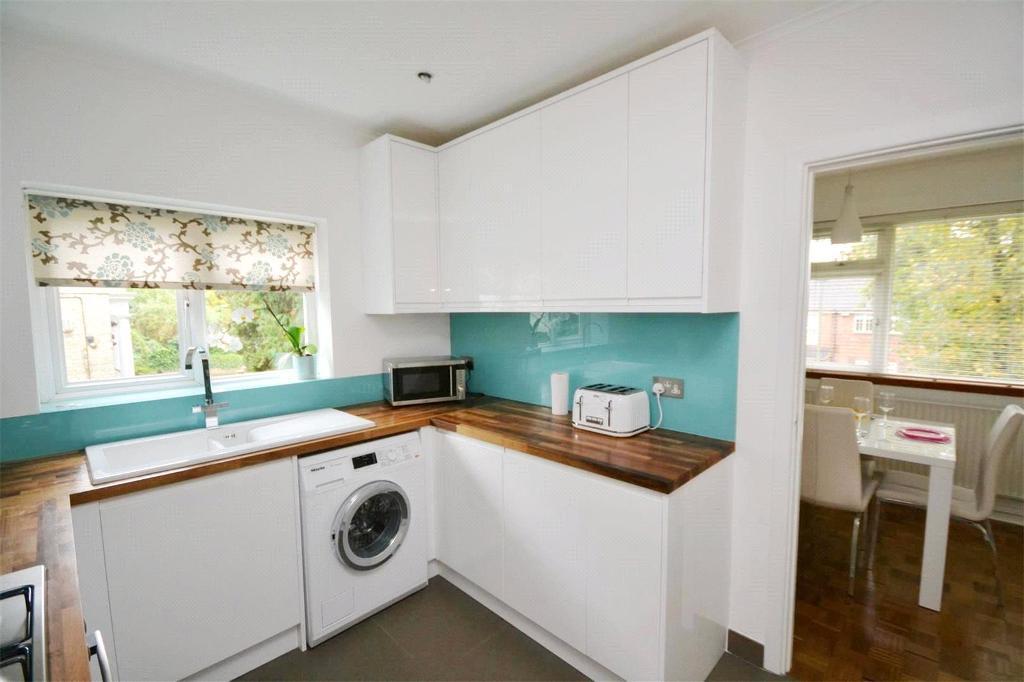2 bedroom flat in Claire Court, Woodside Avenue, Woodside Park, N12