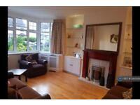 4 bedroom house in Mayfield Avenue, London, N12 (4 bed)