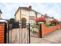 3 bedroom house in Brackley Road, Bedford