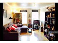 2 bedroom flat in Regents Bridge Gardens, London, SW8 (2 bed)