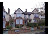 6 bedroom house in St Austell Road, London, SE13 (6 bed)