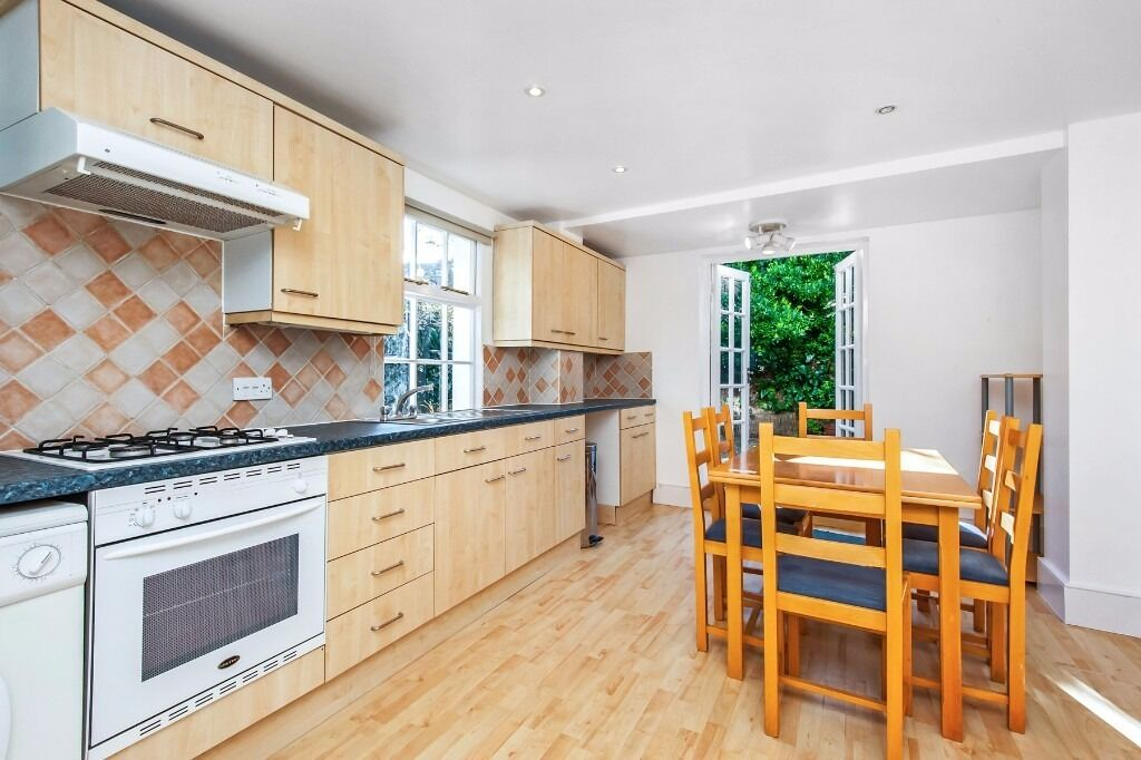Two bed apartment in Norroy Road, Putney, SW15