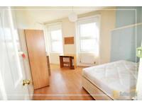 1 bedroom in Castle Hill Parade, London