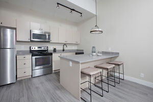 2 bedroom North of Downtown--12 foot ceilings & 1 month free!
