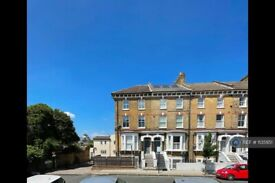 3 bedroom flat in Cologne Road, London, SW11 (3 bed) (#1135951)