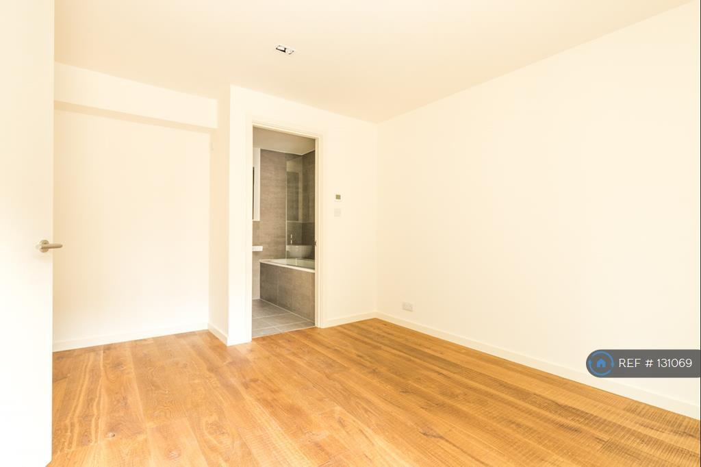 2 bedroom flat in Mews, London, W11 (2 bed)