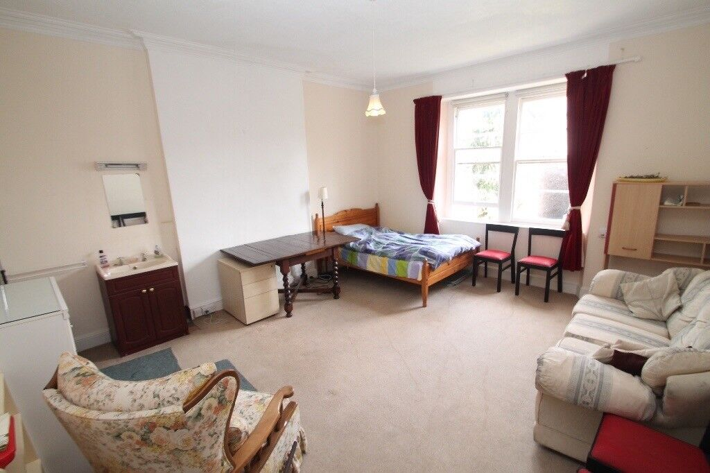 Couples welcome, big room with sink in Redland, BS6
