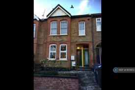 3 bedroom flat in Lawrence Road, London , W5 (3 bed) (#1107872)