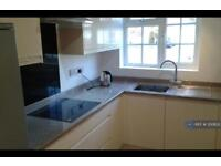 2 bedroom flat in Waters Drive, Staines, TW18 (2 bed)