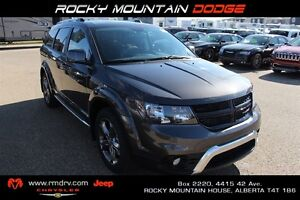 2017 Dodge Journey Crossroad AWD Heated Leather Seats * Park Ass