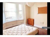 6 bedroom house in Lidderdale Road, Liverpool, L15 (6 bed)