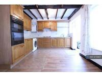 4 bedroom house in Laburnum Road, Hayes, UB3 (4 bed)