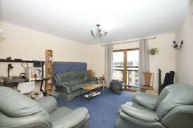 Flexible entry, July/August, spacious top floor 3 bed flat with lounge in Kelvinhaugh St G3