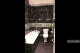 2 bedroom flat in Madison Heights, Hounslow, TW3 (2 bed) (#1152317)