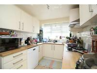 2 bedroom flat in Fairfield Close, London, N12