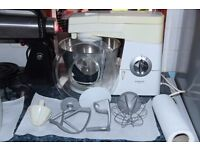 KENWOOD CHEF IN GWO WITH BALLOON WHISK, DOUGH HOOK, K BEATER, STAINLESS STEEL BOWL, AND SPLASH GUARD