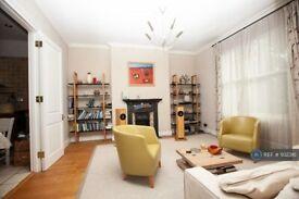 4 bedroom flat in Wallace Road, London, N1 (4 bed) (#932316)