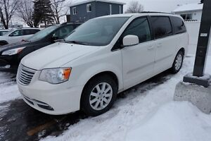 2013 Chrysler Town & Country DVD/BLU-RAY TOIT OUVRANT GPS