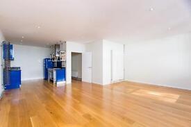 2 bedroom flat in Brook Mews North, Bayswater W2