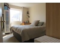 Spacious 1 Double Bedroom Flat in Raynes Park with Outside Space !!!!