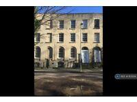 1 bedroom flat in Wellington Parade, Gloucester, GL1 (1 bed) (#1103134)