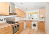 3 bedroom flat in Complins Close, The Waterways, Oxford