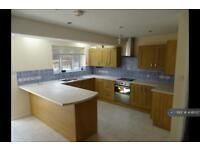 5 bedroom house in Shakespeare Road, Basingstoke, RG24 (5 bed)