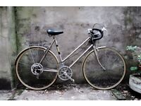 RALEIGH MEDALE, vintage ladies women's racer racing road bike, 22.5 inch large size, 10 speed