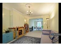 4 bedroom house in Penton Road, Staines-Upon-Thames, TW18 (4 bed)