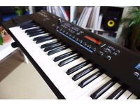 Roland Juno D Piano Keyboard Synthesizer with Roland Deluxe bag + sustain pedal (immaculate)