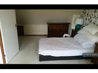 1 bedroom in Oakwood Hill, Essex, IG10