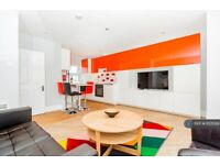 2 bedroom flat in Aaron Hill Road, London, E6 (2 bed) (#1137029)