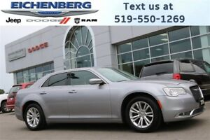 2016 Chrysler 300 Touring *NAV/PANO ROOF*