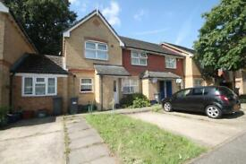 2 bedroom house in Hollygrove Close, Hounslow, TW3